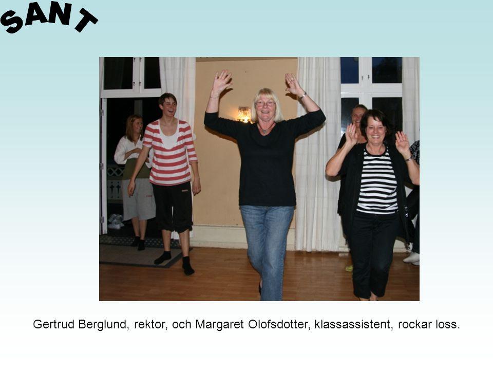 Gertrud Berglund, rektor, och Margaret Olofsdotter, klassassistent, rockar loss.