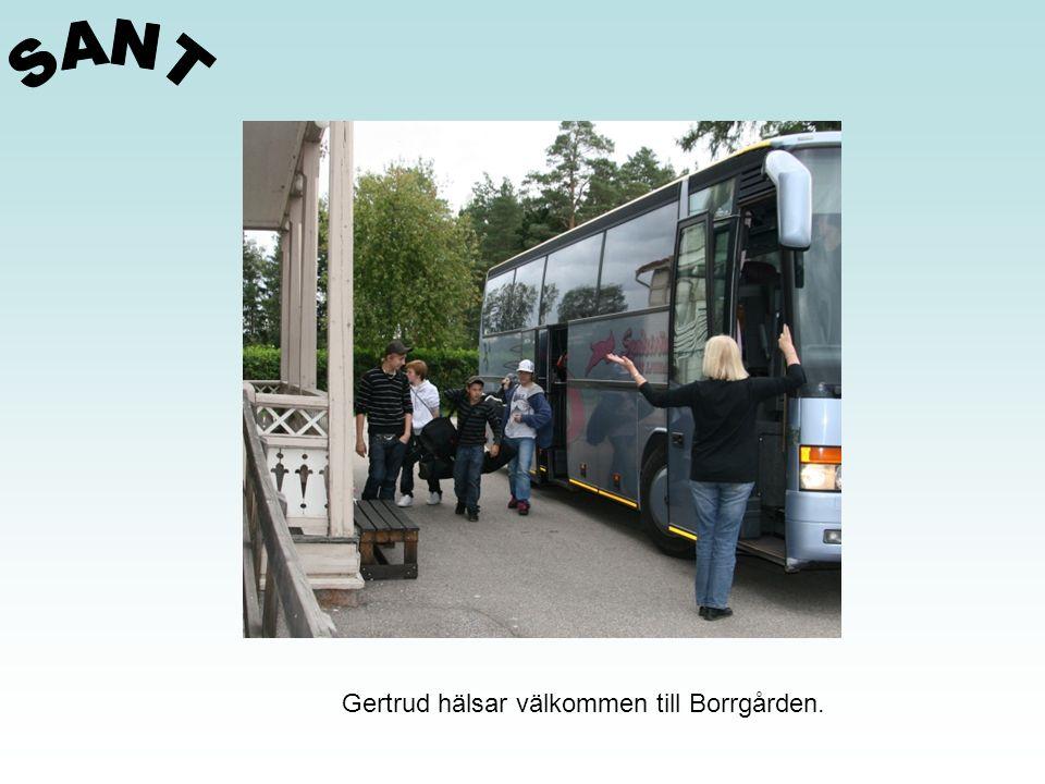 Gertrud hälsar välkommen till Borrgården.
