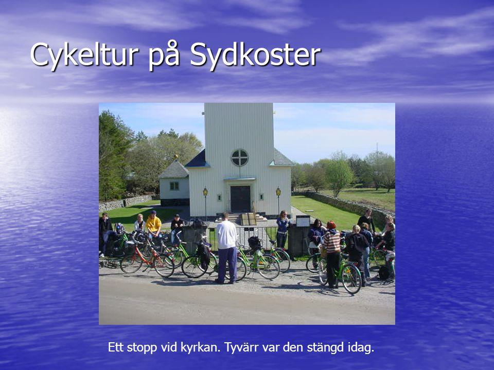 Cykeltur på Sydkoster Ett stopp vid kyrkan. Tyvärr var den stängd idag.