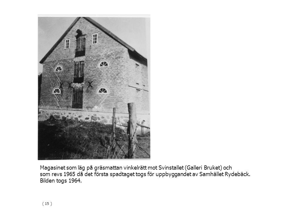 Magasinet som läg på gräsmattan vinkelrätt mot Svinstallet (Galleri Bruket) och som revs 1965 då det första spadtaget togs för uppbyggandet av Samhället Rydebäck.