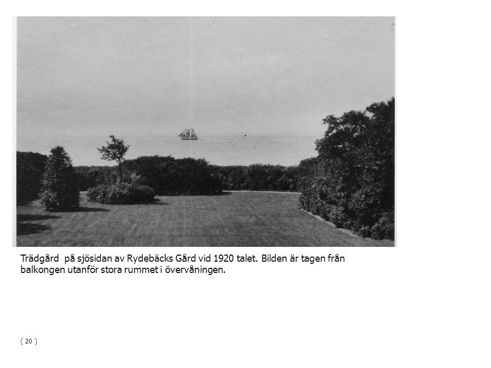 Trädgård på sjösidan av Rydebäcks Gård vid 1920 talet. Bilden är tagen från balkongen utanför stora rummet i övervåningen. ( 20 )