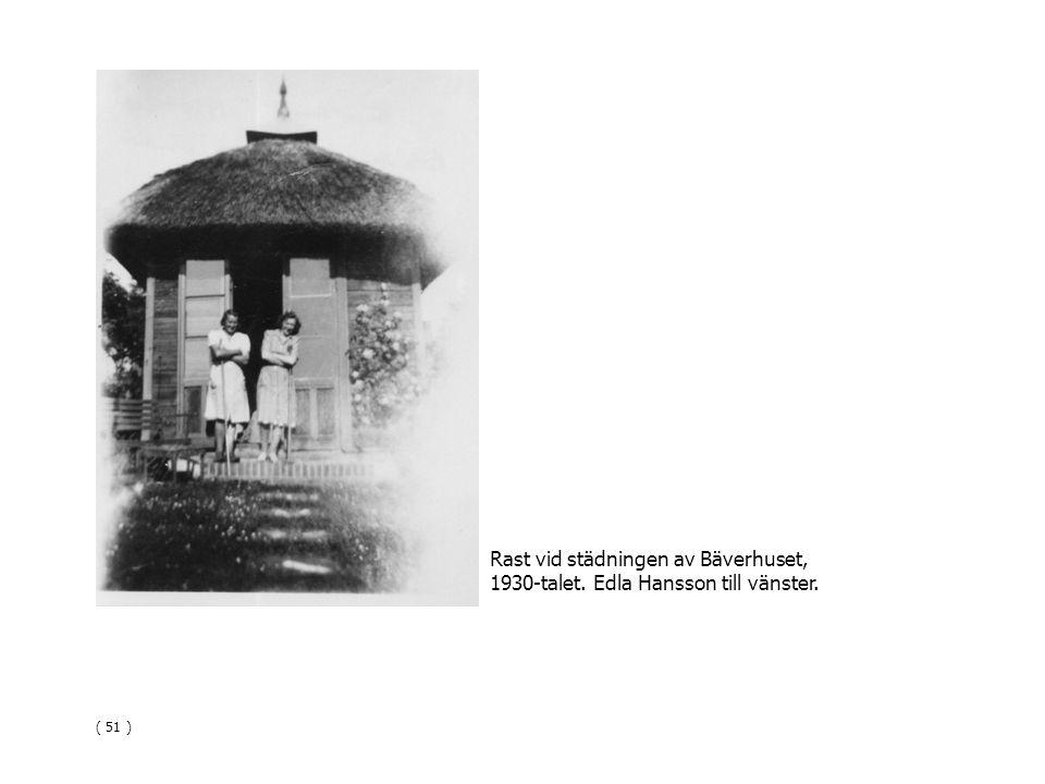 Rast vid städningen av Bäverhuset, 1930-talet. Edla Hansson till vänster. ( 51 )