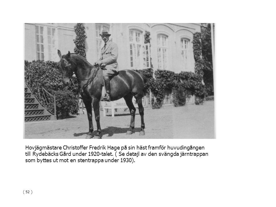 Hovjägmästare Christoffer Fredrik Hage på sin häst framför huvudingången till Rydebäcks Gård under 1920-talet. ( Se detajl av den svängda järntrappan