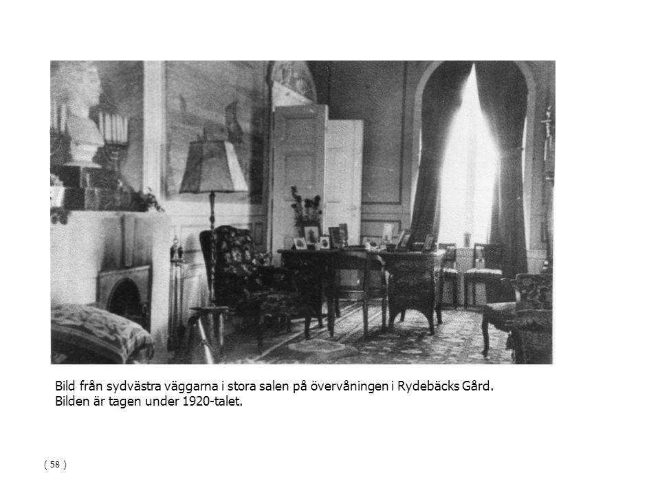 Bild från sydvästra väggarna i stora salen på övervåningen i Rydebäcks Gård. Bilden är tagen under 1920-talet. ( 58 )