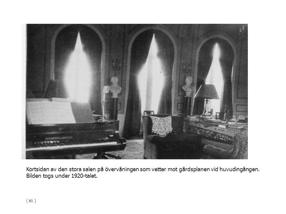 Kortsidan av den stora salen på övervåningen som vetter mot gårdsplanen vid huvudingången. Bilden togs under 1920-talet. ( 61 )