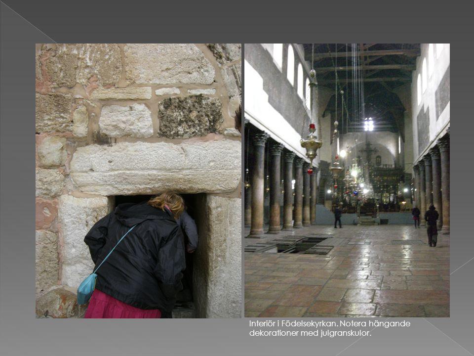 Trappan ner till födelsegrottan (grottor användes ofta som stall i forntida Israel).
