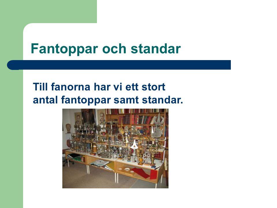 Fantoppar och standar Till fanorna har vi ett stort antal fantoppar samt standar.