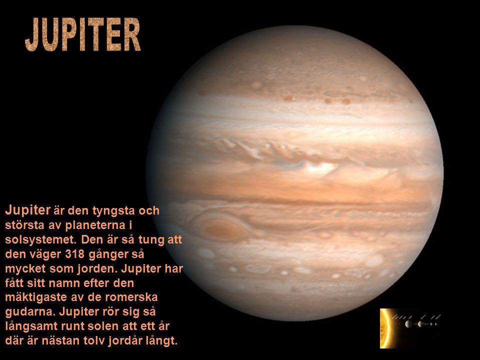 Jupiter är den tyngsta och största av planeterna i solsystemet. Den är så tung att den väger 318 gånger så mycket som jorden. Jupiter har fått sitt na
