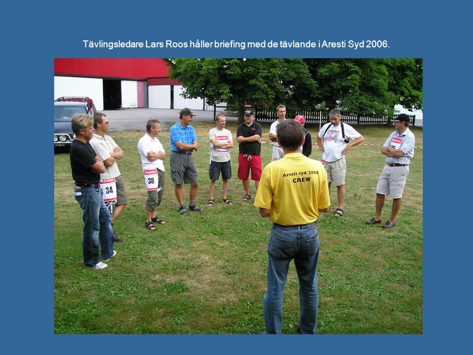 Tävlingsledare Lars Roos håller briefing med de tävlande i Aresti Syd 2006.