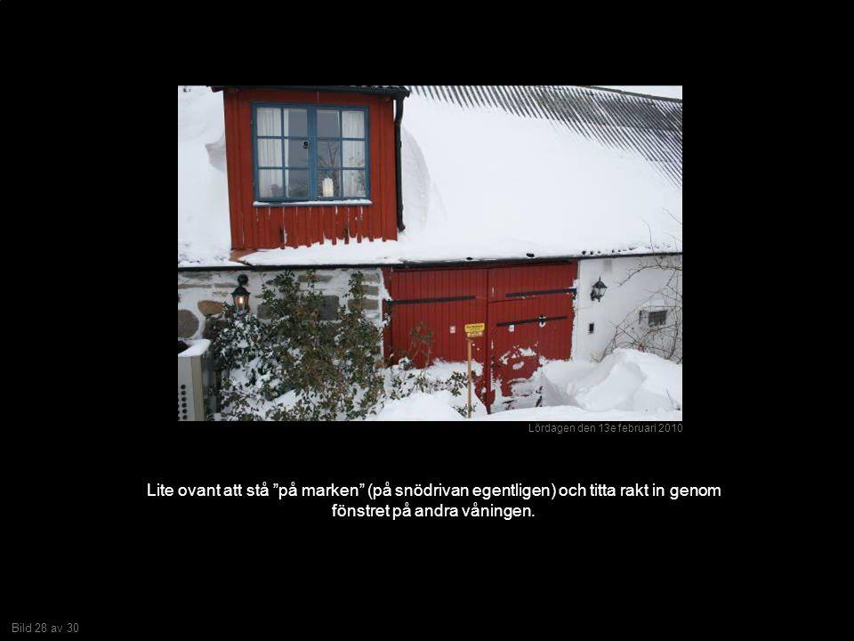 Bild 28 av 30 Lite ovant att stå på marken (på snödrivan egentligen) och titta rakt in genom fönstret på andra våningen.