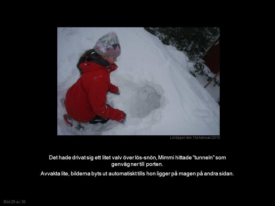 Bild 29 av 30 Det hade drivat sig ett litet valv över lös-snön, Mimmi hittade tunneln som genväg ner till porten.
