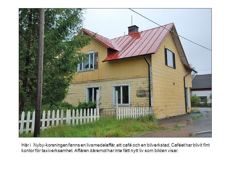 Här i Nyby-korsningen fanns en livsmedelaffär, ett café och en bilverkstad. Caféet har blivit fint kontor för taxiverksamhet. Affären däremot har inte