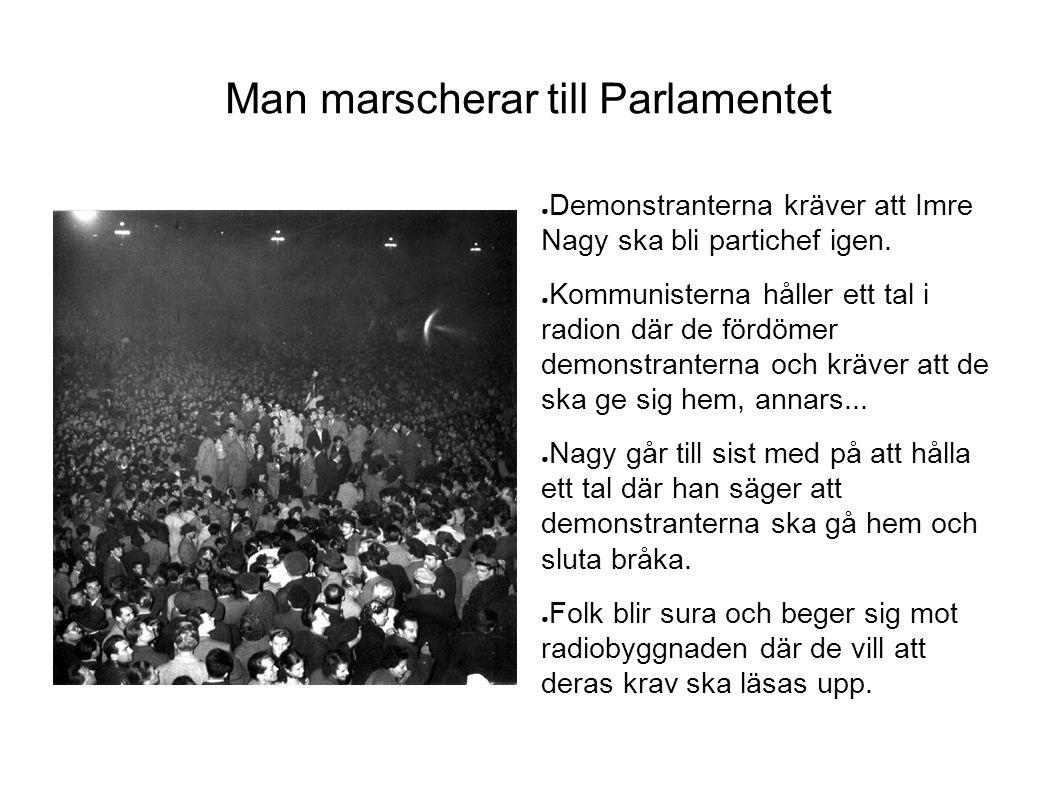 Man marscherar till Parlamentet ● Demonstranterna kräver att Imre Nagy ska bli partichef igen. ● Kommunisterna håller ett tal i radion där de fördömer