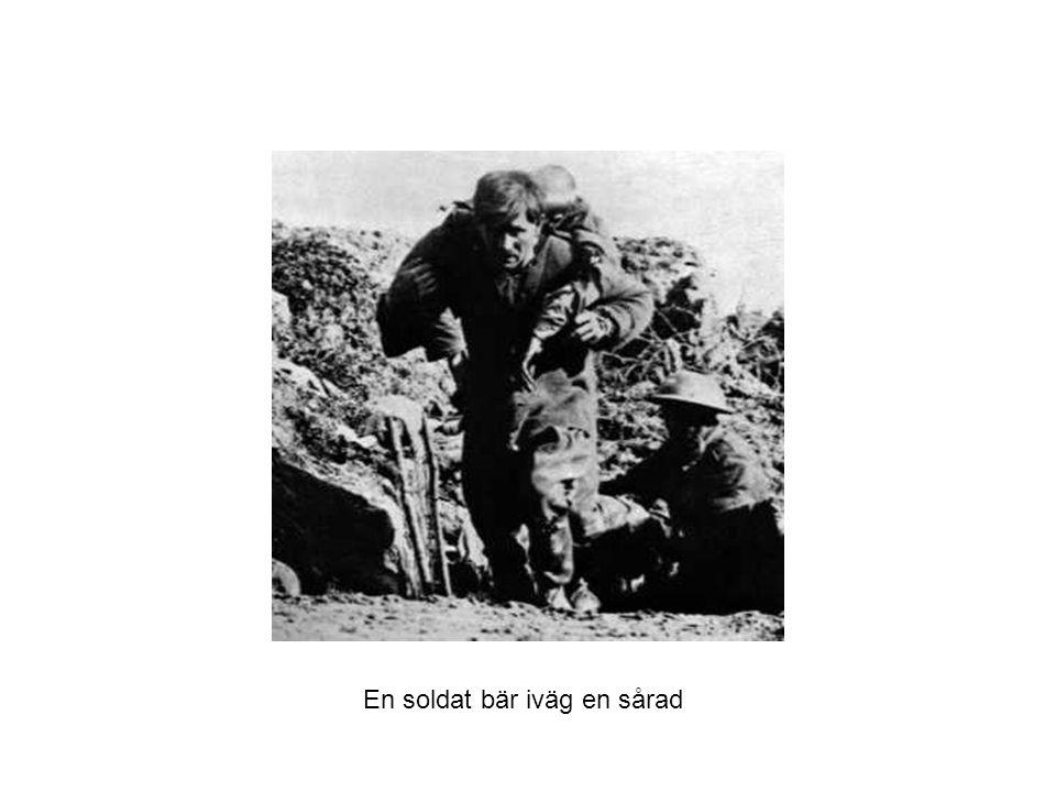 En soldat bär iväg en sårad