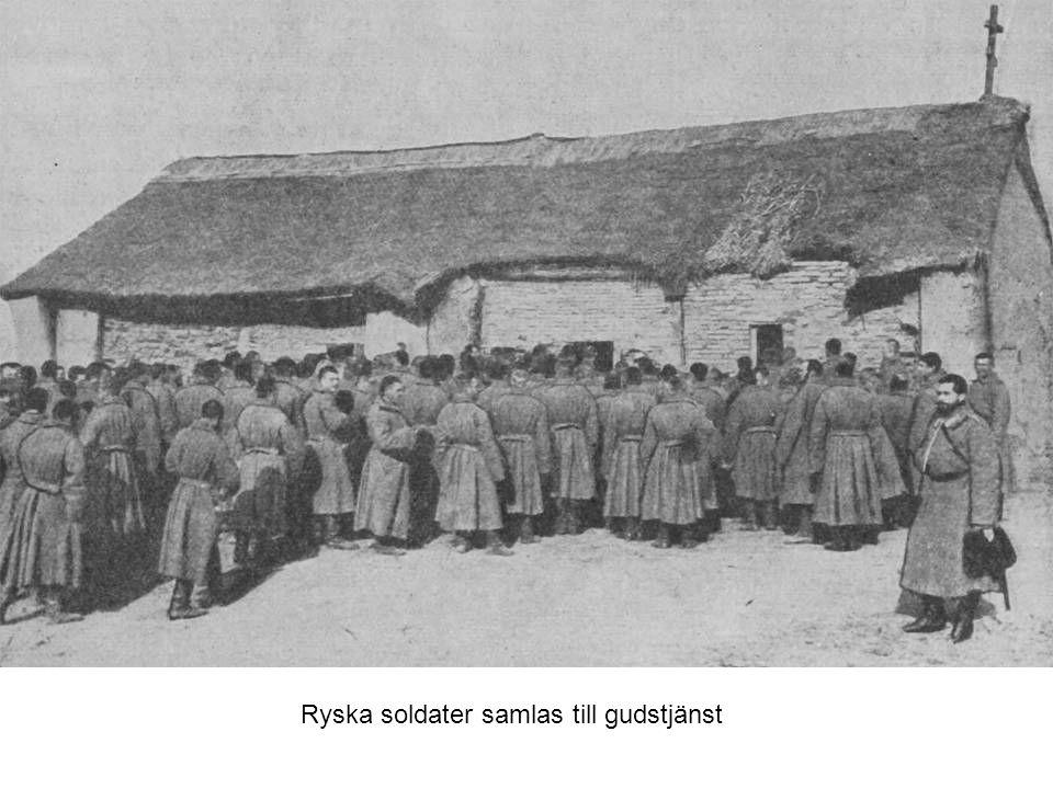 Ryska soldater samlas till gudstjänst