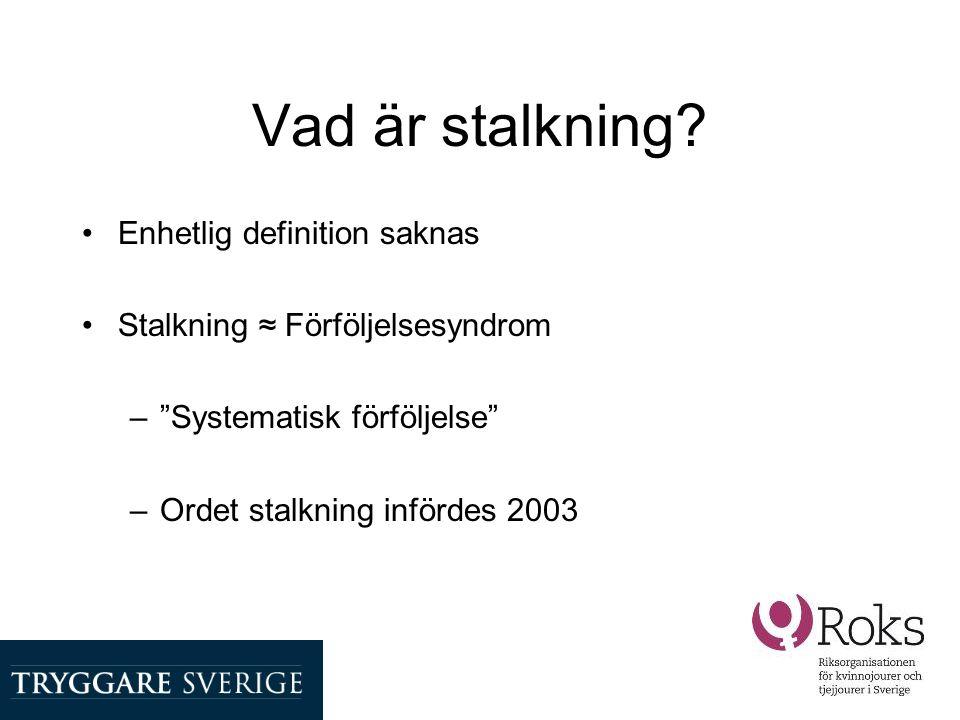 """Vad är stalkning? •Enhetlig definition saknas •Stalkning ≈ Förföljelsesyndrom –""""Systematisk förföljelse"""" –Ordet stalkning infördes 2003"""