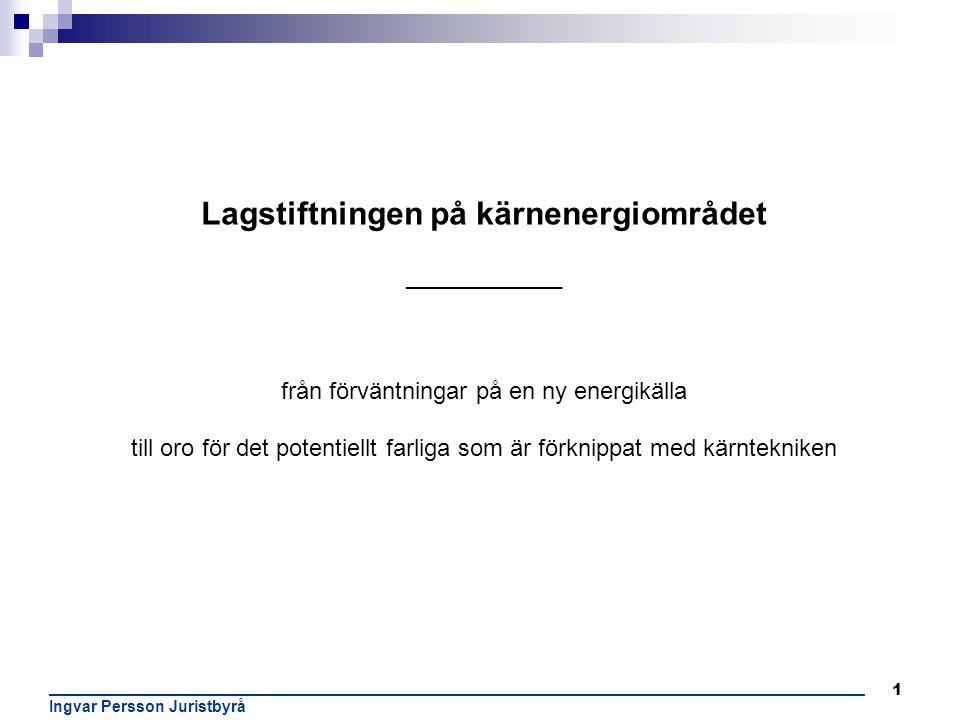 12 ______________________________________________________________________________________________________ Ingvar Persson Juristbyrå Utbyggnaden av de första svenska reaktorerna - år 1954 ges tillståndet till Sveriges första kärnreaktor, R1, - lades ner 1969/70 - år 1959 startas i Studsvik Sveriges andra reaktor R0 - en sk nolleffektsreaktor som modererades av tungt vatten - år 1960 tas R2 och R2-0 reaktorerna i drift – forsknings- och materialprovningsreaktor respektive utbildningsreaktor– placerades i Studsvik - stängdes permanent 2005 - år 1964 tas landets första kärnkraftsreaktor i drift, R3, – Ågesta kraftvärmereaktor lokaliserad strax utanför Farsta – följde den svenska linjen med svenskt natururan samt tungt vatten från Norge – stängdes 1974 - Reaktorprojektet R4 eller Marviken skulle bli den fjärde reaktorn i Sverige men projektet ner 1970 innan reaktorn hunnit startas.