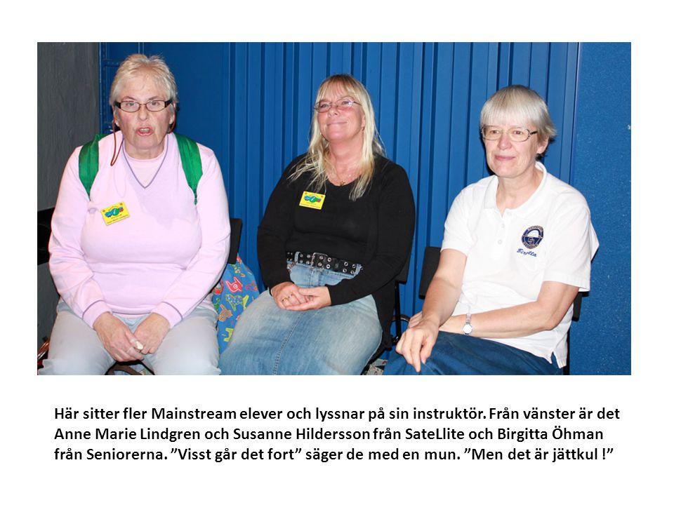 Här sitter fler Mainstream elever och lyssnar på sin instruktör. Från vänster är det Anne Marie Lindgren och Susanne Hildersson från SateLlite och Bir
