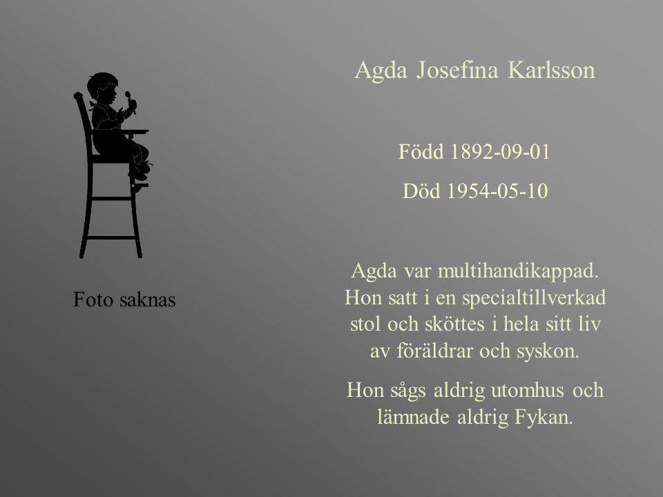 Agda Josefina Karlsson Född 1892-09-01 Död 1954-05-10 Agda var multihandikappad. Hon satt i en specialtillverkad stol och sköttes i hela sitt liv av f