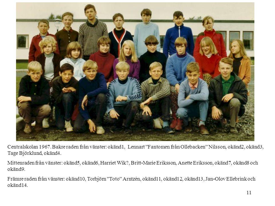 """11 Centralskolan 1967. Bakre raden från vänster: okänd1, Lennart """"Fantomen från Ollebacken"""" Nilsson, okänd2, okänd3, Tage Björklund, okänd4. Mittenrad"""