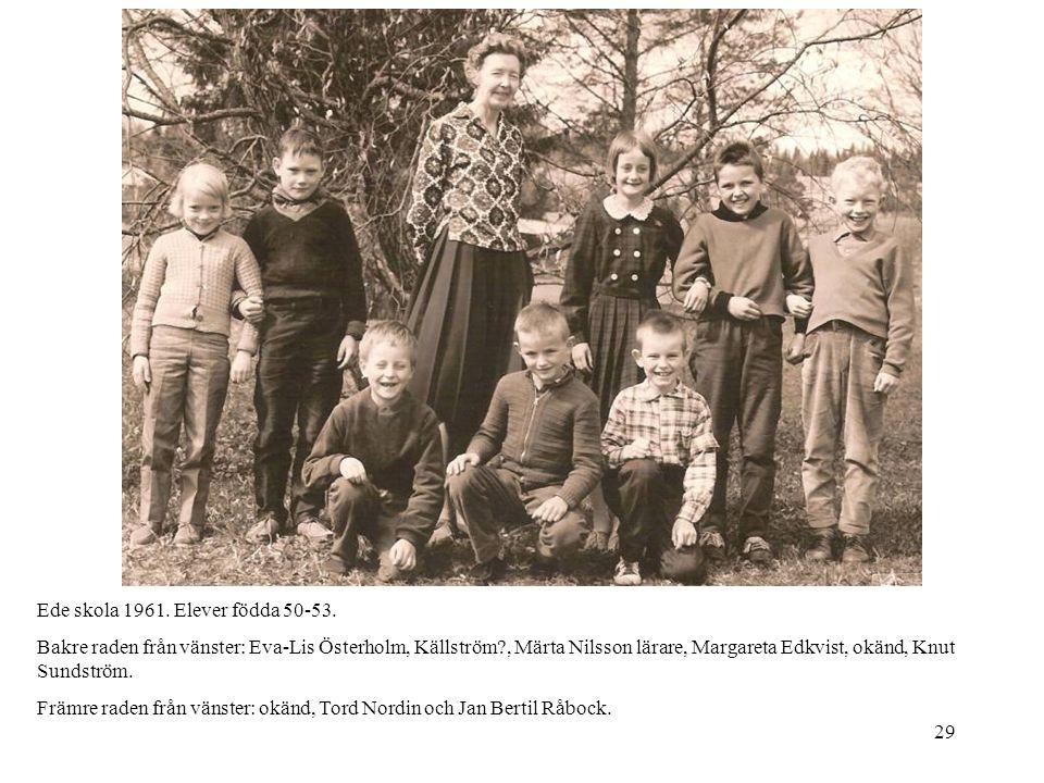 29 Ede skola 1961. Elever födda 50-53. Bakre raden från vänster: Eva-Lis Österholm, Källström?, Märta Nilsson lärare, Margareta Edkvist, okänd, Knut S