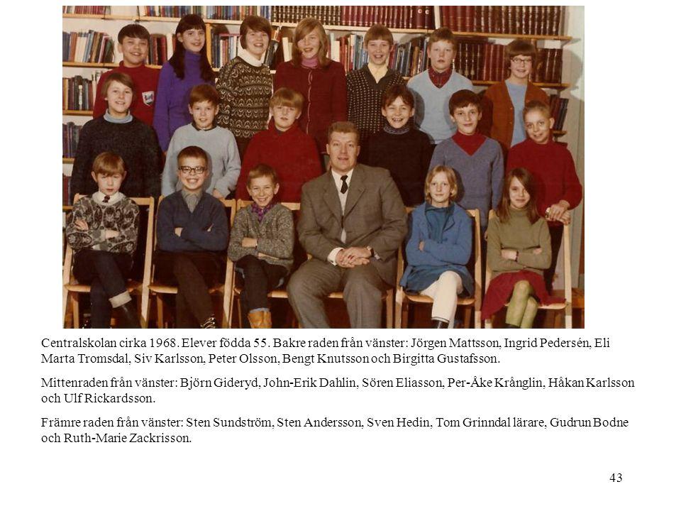 43 Centralskolan cirka 1968. Elever födda 55. Bakre raden från vänster: Jörgen Mattsson, Ingrid Pedersén, Eli Marta Tromsdal, Siv Karlsson, Peter Olss