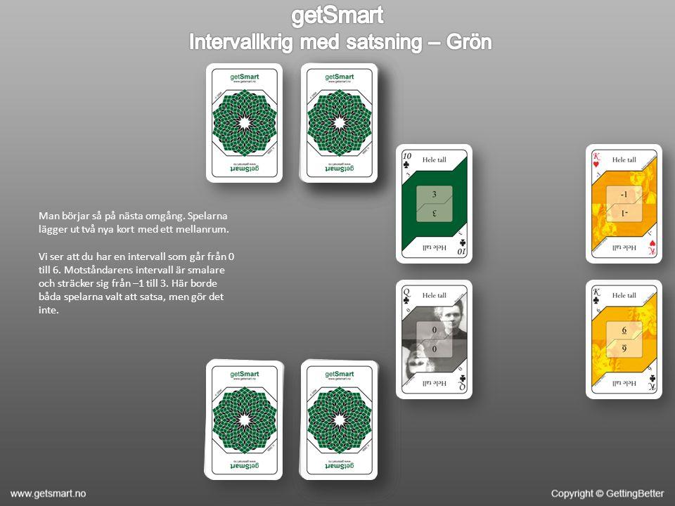 Man börjar så på nästa omgång. Spelarna lägger ut två nya kort med ett mellanrum.