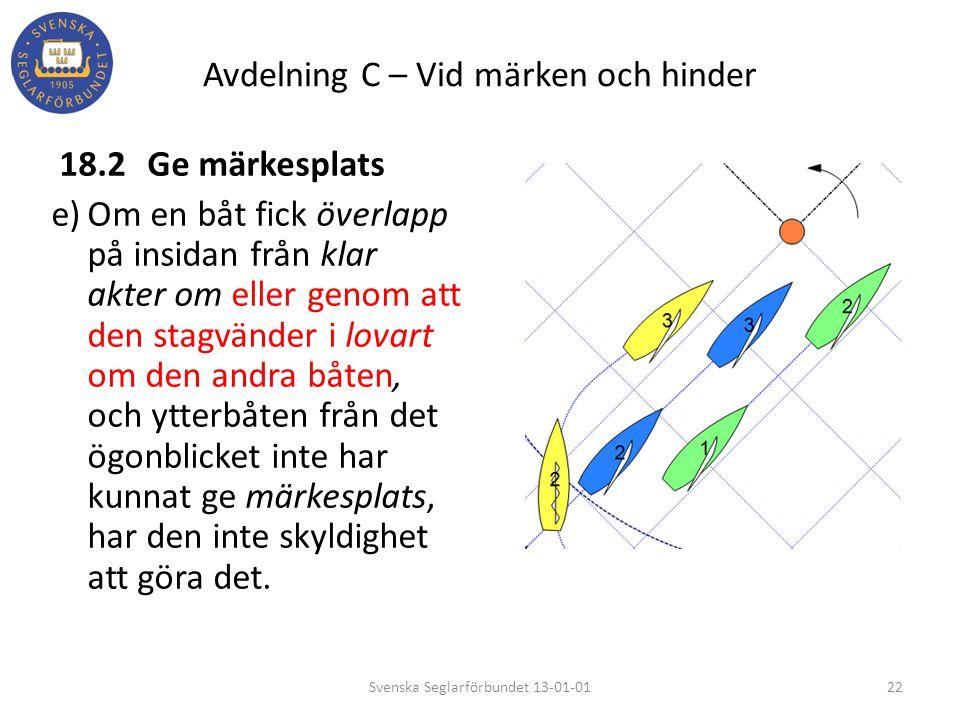 Avdelning C – Vid märken och hinder 18.2Ge märkesplats e)Om en båt fick överlapp på insidan från klar akter om eller genom att den stagvänder i lovart