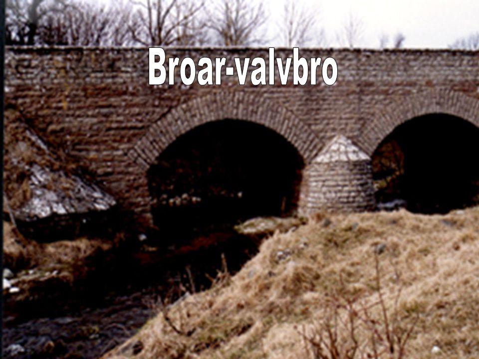 Valv- och bågbroar.De äldsta ännu bevarade stenbroarna är valvbroar.