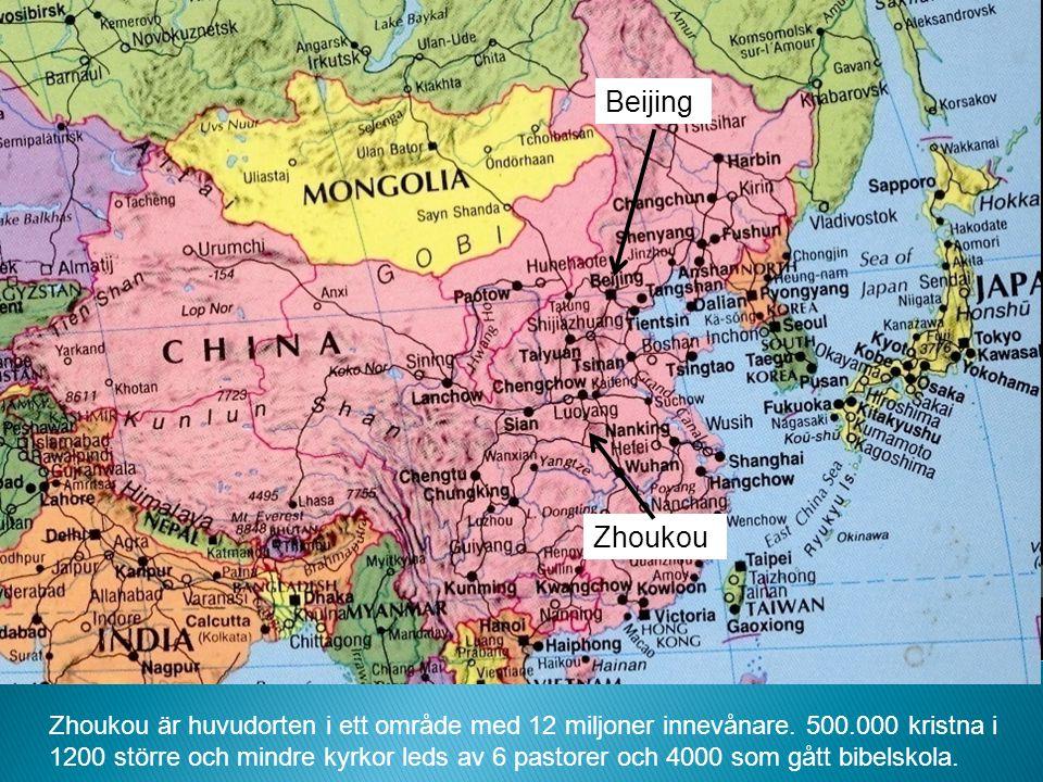 Beijing Zhoukou Zhoukou är huvudorten i ett område med 12 miljoner innevånare. 500.000 kristna i 1200 större och mindre kyrkor leds av 6 pastorer och