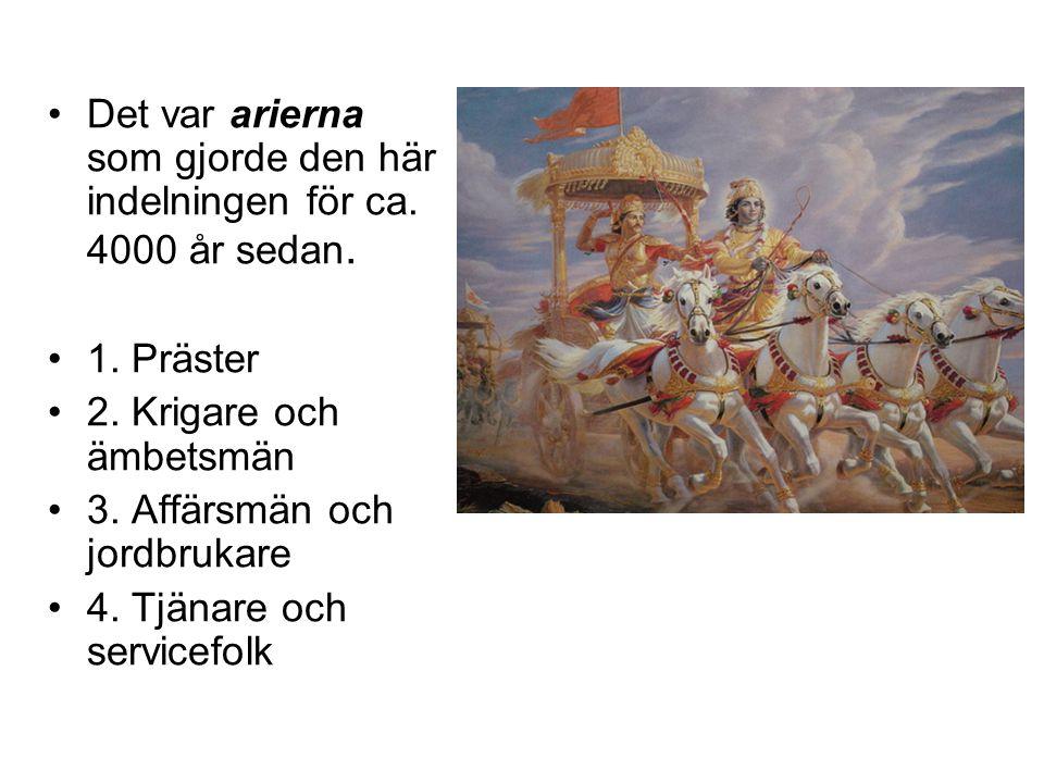 •Det var arierna som gjorde den här indelningen för ca. 4000 år sedan. •1. Präster •2. Krigare och ämbetsmän •3. Affärsmän och jordbrukare •4. Tjänare