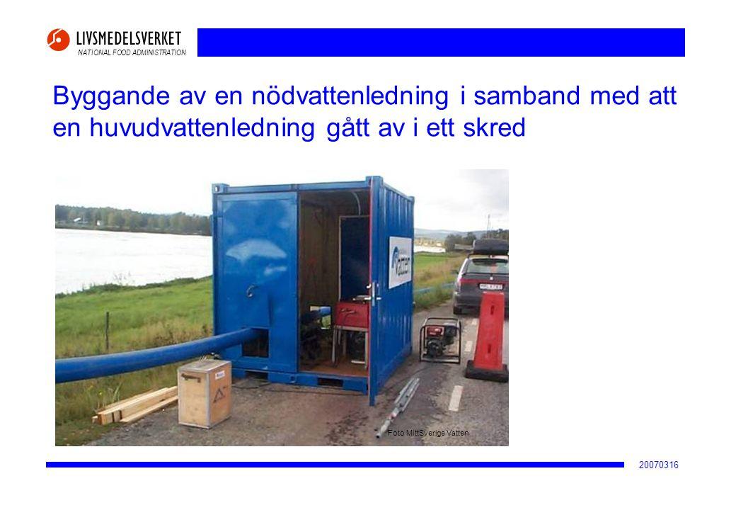 NATIONAL FOOD ADMINISTRATION 20070316 Byggande av en nödvattenledning i samband med att en huvudvattenledning gått av i ett skred Foto MittSverige Vat