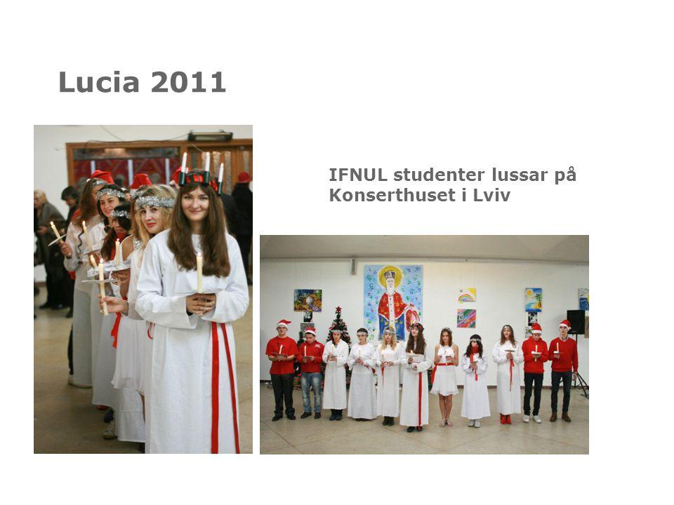 Lucia 2011 IFNUL studenter lussar på Konserthuset i Lviv