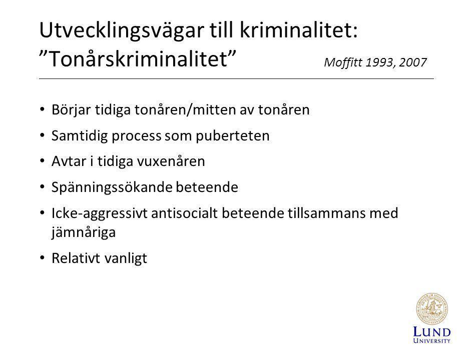 """Utvecklingsvägar till kriminalitet: """"Tonårskriminalitet"""" Moffitt 1993, 2007 • Börjar tidiga tonåren/mitten av tonåren • Samtidig process som pubertete"""
