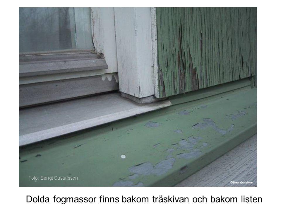 Dolda fogmassor finns bakom träskivan och bakom listen Foto: Bengt Gustafsson