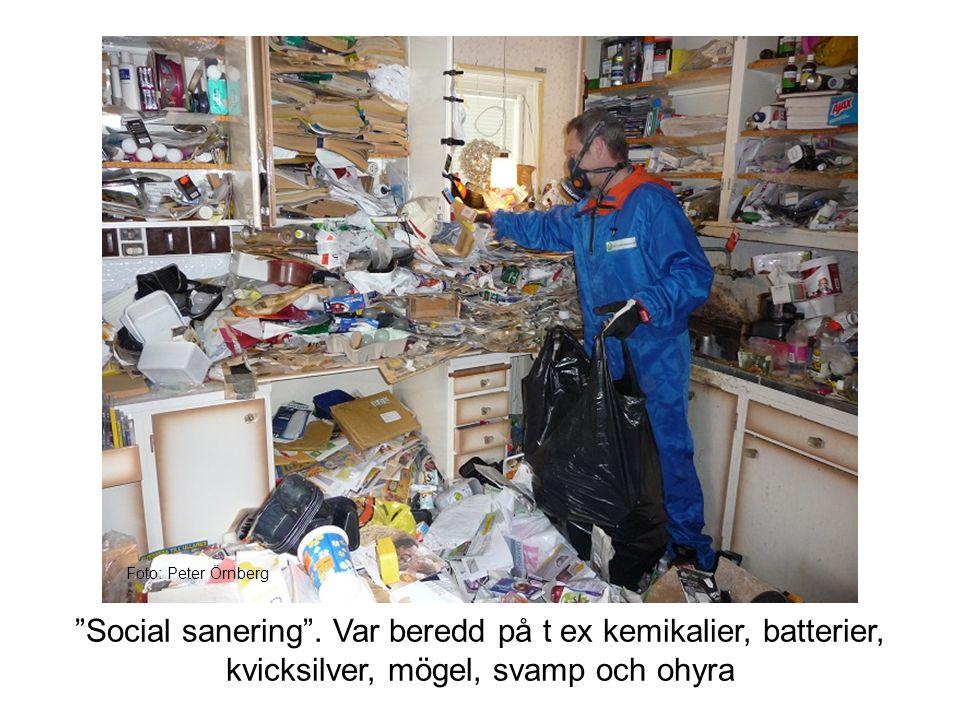 """""""Social sanering"""". Var beredd på t ex kemikalier, batterier, kvicksilver, mögel, svamp och ohyra Foto: Peter Örnberg"""