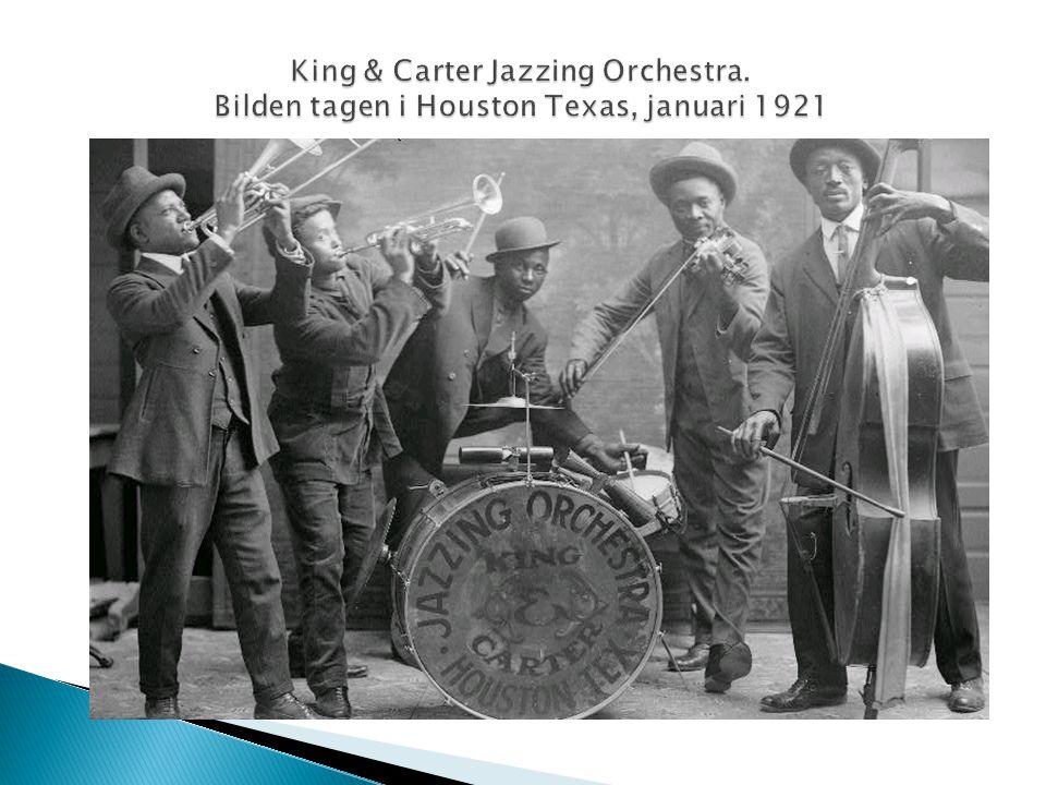  Man kan säga att jazzen föddes vid 1900-talets början i New Orleans i staten Louisiana. Denna nya musik spelades på nattklubbar och bordeller i den