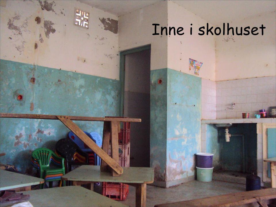 Inne i skolhuset