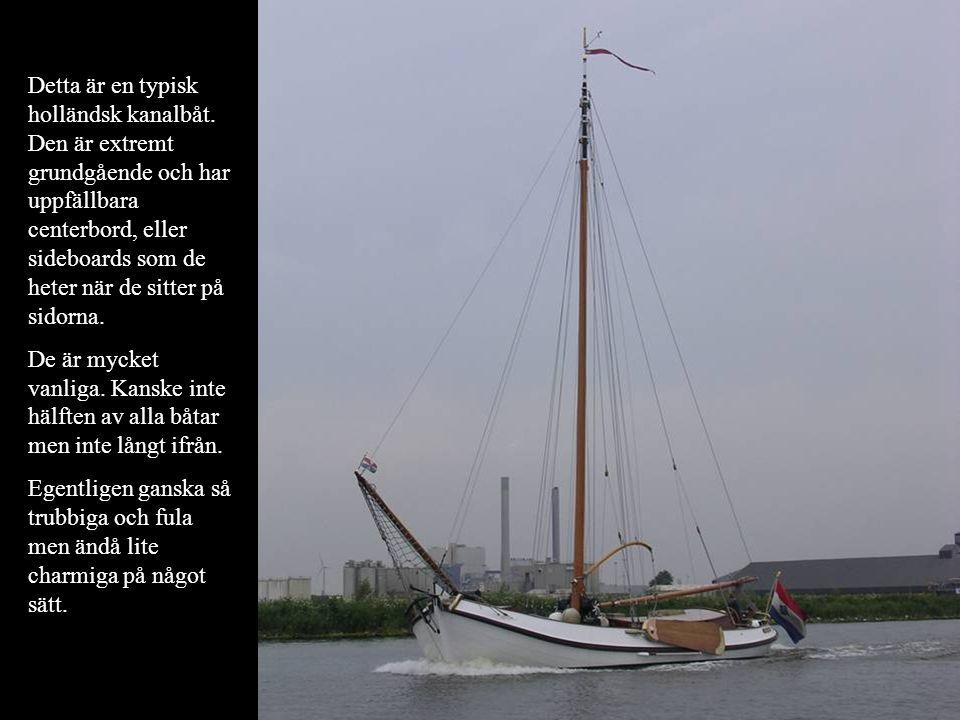 Detta är en typisk holländsk kanalbåt. Den är extremt grundgående och har uppfällbara centerbord, eller sideboards som de heter när de sitter på sidor