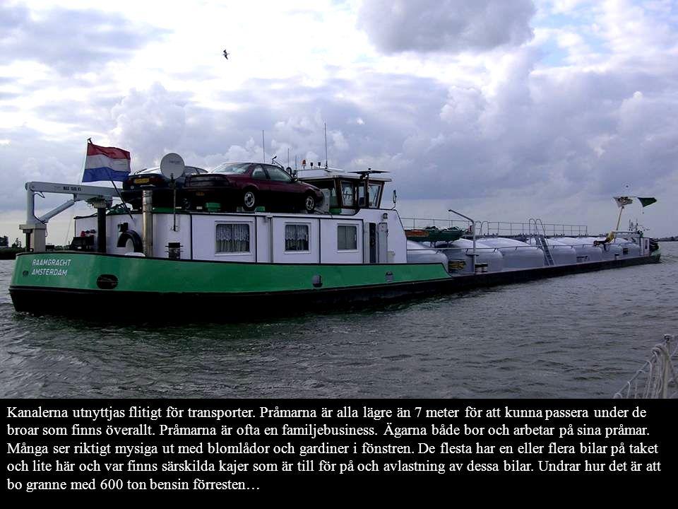 Kanalerna utnyttjas flitigt för transporter.