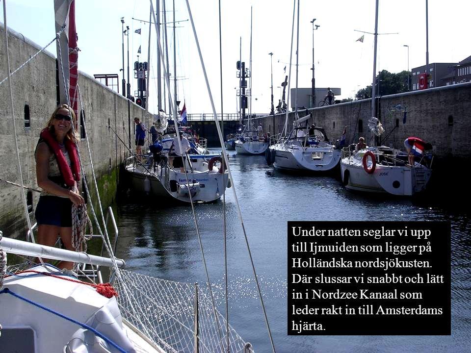 Under natten seglar vi upp till Ijmuiden som ligger på Holländska nordsjökusten. Där slussar vi snabbt och lätt in i Nordzee Kanaal som leder rakt in