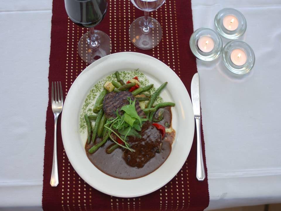 Nauti vieraanvaraisuudesta, enjoy hospitality, njut av serveringen
