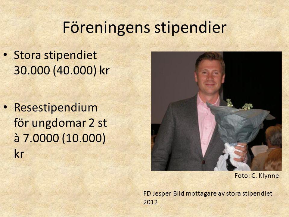 Föreningens stipendier • Stora stipendiet 30.000 (40.000) kr • Resestipendium för ungdomar 2 st à 7.0000 (10.000) kr FD Jesper Blid mottagare av stora