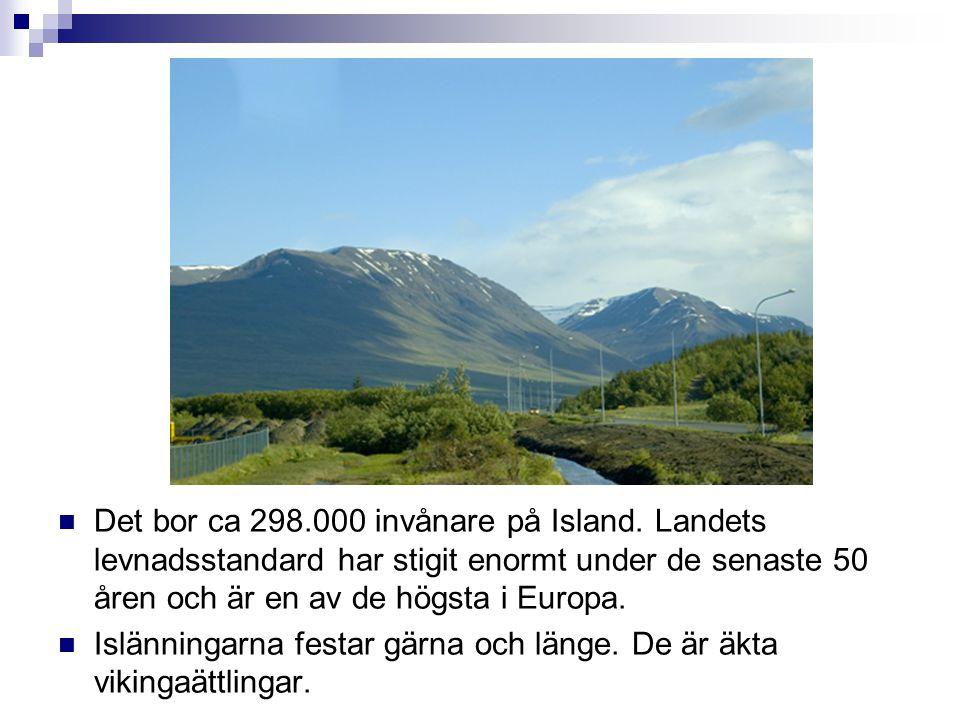  Det bor ca 298.000 invånare på Island. Landets levnadsstandard har stigit enormt under de senaste 50 åren och är en av de högsta i Europa.  Islänni