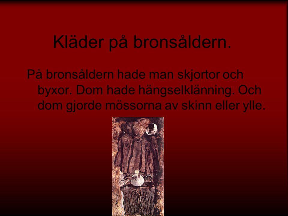 Hällristningar På bronsåldern gjorde man hällristningar.