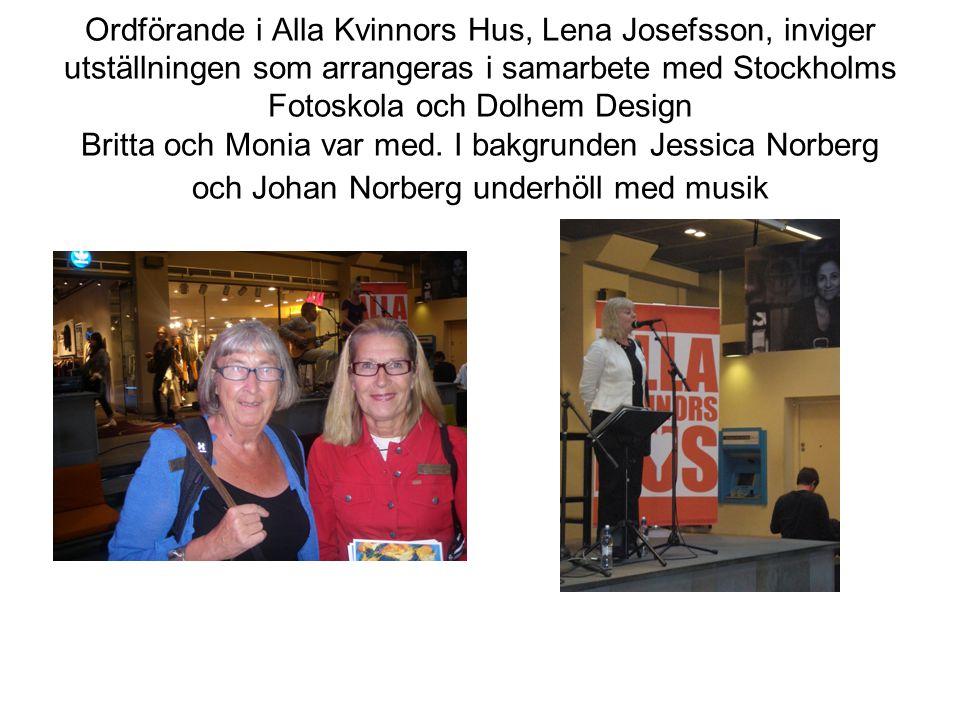 Ordförande i Alla Kvinnors Hus, Lena Josefsson, inviger utställningen som arrangeras i samarbete med Stockholms Fotoskola och Dolhem Design Britta och Monia var med.