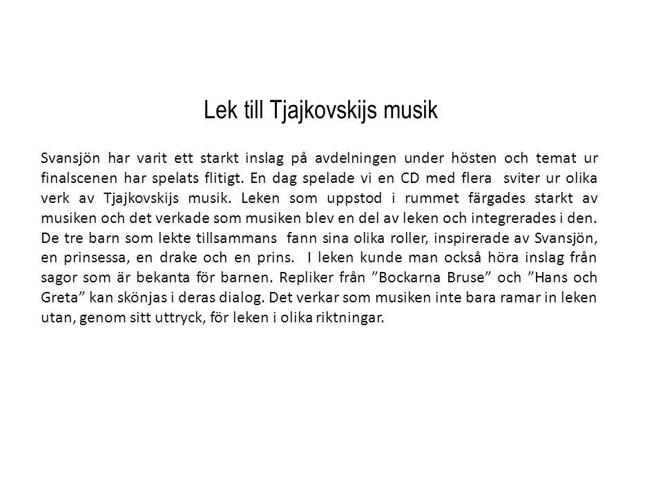 Lek till Tjajkovskijs musik Svansjön har varit ett starkt inslag på avdelningen under hösten och temat ur finalscenen har spelats flitigt. En dag spel