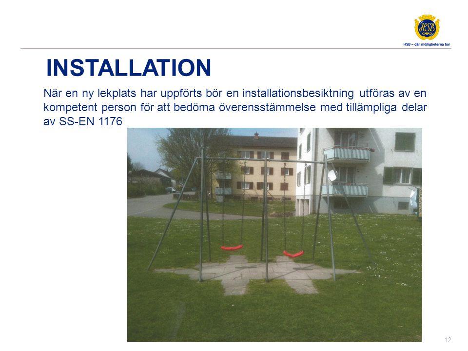INSTALLATION 12 När en ny lekplats har uppförts bör en installationsbesiktning utföras av en kompetent person för att bedöma överensstämmelse med till