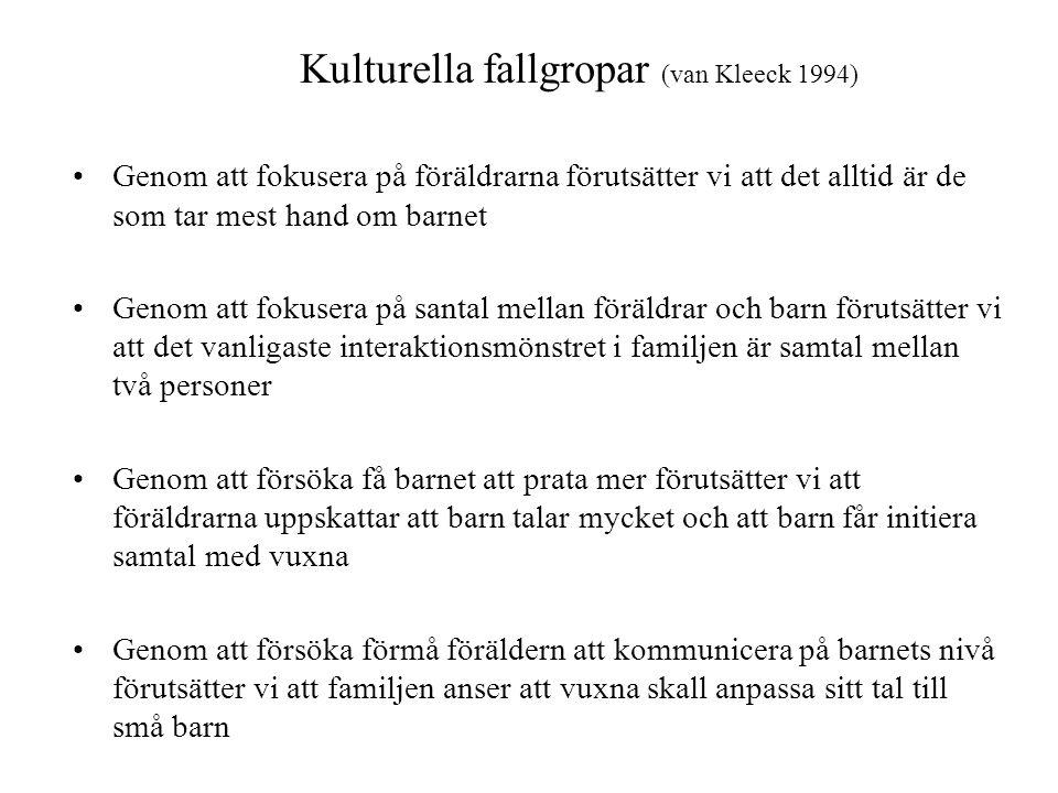 Kulturella fallgropar (van Kleeck 1994) •Genom att fokusera på föräldrarna förutsätter vi att det alltid är de som tar mest hand om barnet •Genom att