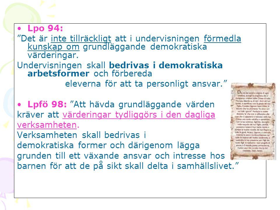 """•Lpo 94: """"Det är inte tillräckligt att i undervisningen förmedla kunskap om grundläggande demokratiska värderingar. Undervisningen skall bedrivas i de"""